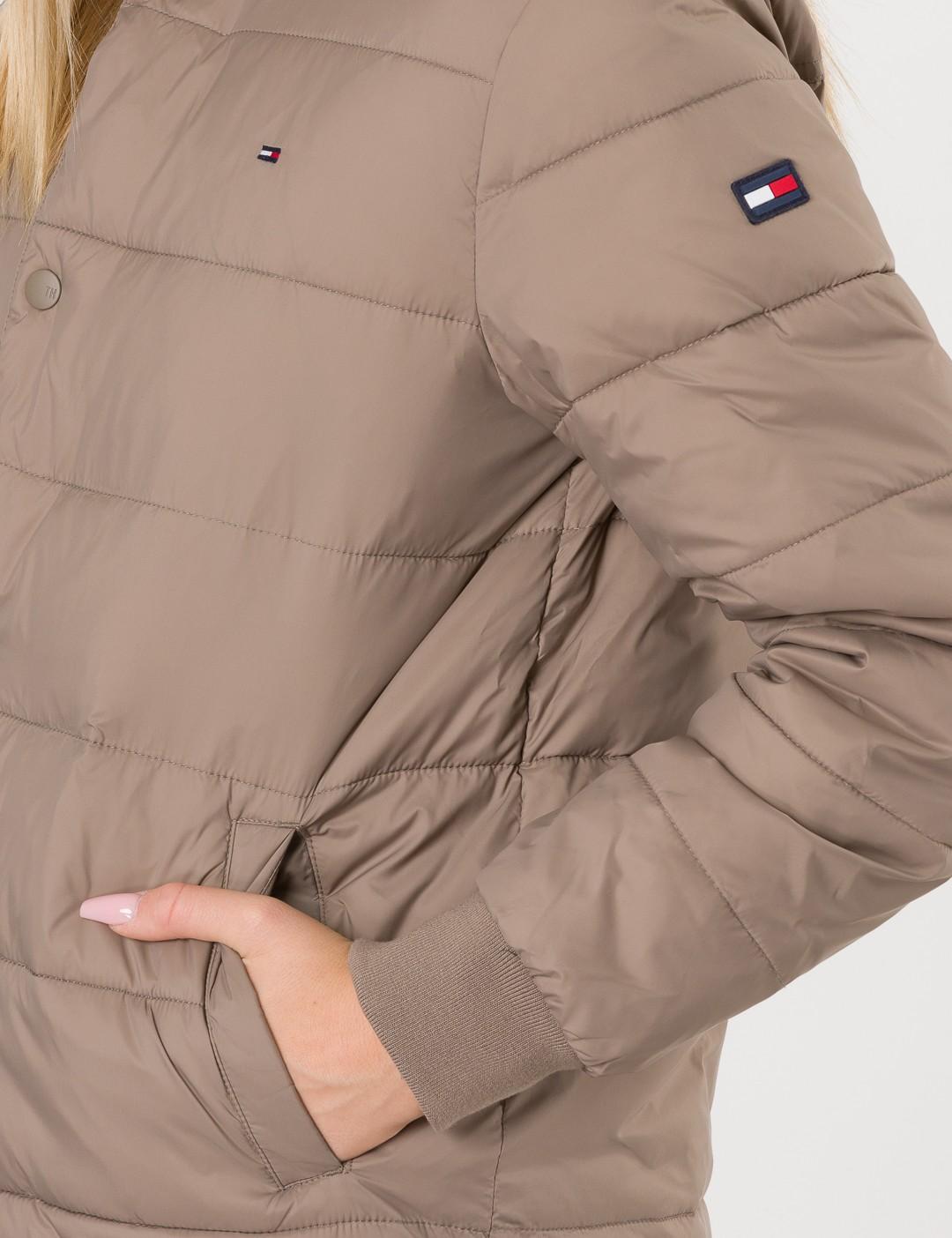 948cbbb2 Om Essential Stepped Jacket - Beige från Tommy Hilfiger | KidsBrandStore