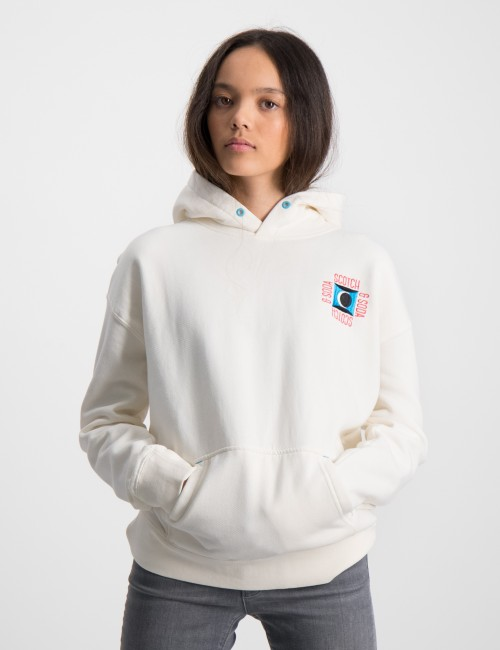 Hoody with embroidery artwork